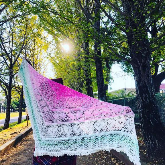Pink Grindamal Shawl, SoftWave Bamboo 🌺 Photo taken by Sari Okano at Ibaraki Japan 🌿 Crocheted by Ony Nurhayati Parso